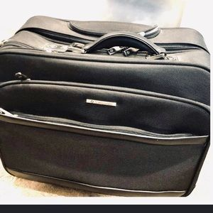 Samsonite wheeled business carry on luggage Black